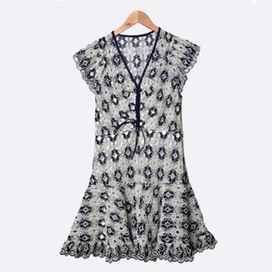 2020 Mulheres Mini New Vintage Dresss bordar flores oco V-neck ocasional fêmea vestido fino Partido Curto