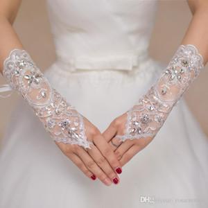 Luxo Curto Lace Noiva Luvas De Noiva Luvas De Casamento Cristais Acessórios Do Casamento Luvas De Renda Para Noivas Sem Dedos Abaixo Cotovelo Comprimento