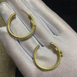 3x3cm Halbkreisförmige C Ohrringe Art und Weise beschriftet Ohrnagel wieder mit Stempel, für Damen Luxus-Design-Perlenohrring Schmuck VIP-Geschenk sammeln