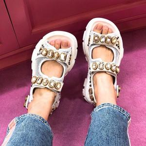 2019 Европейский дизайнер Metallic кожа Кристалл сандалии Flat платформа Крюк Loop Studed Спортивные сандалии летние ботинки женщин