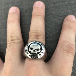 2pcs / lot Tamaño 7-13 nueva llegada Joyería fresca del motorista del estilo de anillo del cráneo del acero inoxidable 316L anillo del cráneo de los hombres Motorbiker