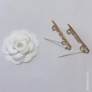 Fashion Classic Metal Brooch C Perle o Diamond Letters Design Pin Breast Pin Accessori classici Distintivi Abbigliamento Pin ornamenti per il regalo VIP