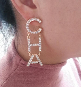 In magazzino Hot Rhinestone pieno completo / Perla piena lettera Orecchini nappa per le donne Moda gioielli asimmetrico Orecchini orecchino gioielli
