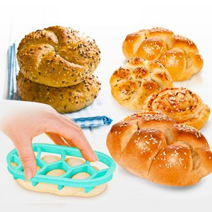 Cake Mould Cutter Lanch Sandwich Toast Mould Maker Bear Car Round Shape Cake Bread Biscuit Baking Moulds 100pcs T1I2040
