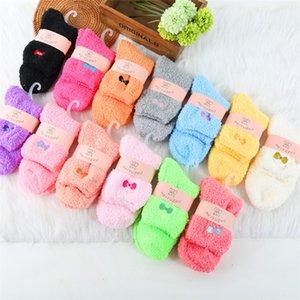 Heißer Verkauf-Warm Fuzzy-Socken mit schönem Stickerei-Entwurf für Damen Winters Socken Lovly Damen-Socken