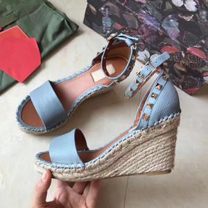 Mode Style Classique européenne Luxe Sandales Chaussures de ville Sandales à talons en cuir garniture Rivet caoutchouc marque semelle plus couleur