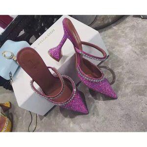 Женщина Amina Muaddi Женщины 95мм Джильда Украшенные блестками Мулы Амина Muaddi Кристалл Высокий каблук Сексуальная обувь Оригинальные Фабричные сандалии