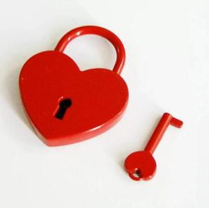 50pcs Heart Shaped estilo antigo Cadeados Old Vintage Mini Archaize Cadeados Bloqueio With Love Key Cadeado Atacado SN1016