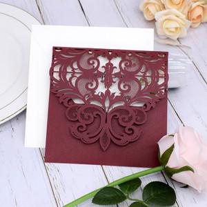 Invitación de la boda de Borgoña del corte del laser floral elegante del reflejo del dulce dieciséis invita invitaciones digitales de quinceañera con el sobre