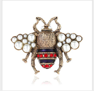 European and American VINTAGE BROOCH three-dimensional pearl pin cute new bee Brooch