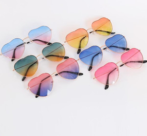 Coração em forma de óculos de sol fina moldura de metal adorável estilo estilo sunblock crianças lentes coloridas para crianças mulheres