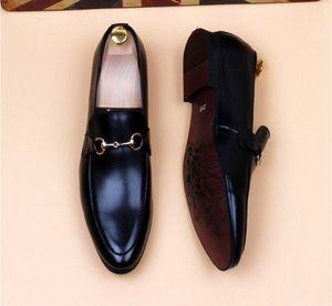 2020 Nuova marca alta qualità di stile Uomini Oxford Uomini in pelle Scarpa Scarpe Fashion Business Men Dress Mens scarpe a punta da sposa taglia 38-46