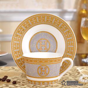 """Porcellana tazza da caffè con piattino bone china coffee set """"H"""" marcare contorno disegno del mosaico in tazza di tè d'oro con piattino piattino"""