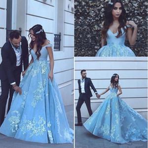 2019 Nueva Light Sky Blue Quinceanera Vestidos de fiesta Vestidos de encaje de hombro Apliques Con cuentas Sweet 16 Plus Size Sexy Party Prom Vestidos de noche
