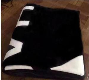Novo! 2019 Marca lance preto flanela cobertor de lã 2size-130x150cm / 150x200cm sem saco de poeira logotipo do estilo C para viagens, casa, escritório cochilo cobertor