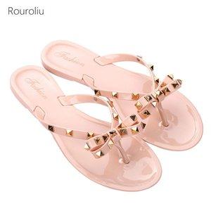 Rouroliu 2020 Mujeres Nuevos Remaches Chancletas verano arco de diapositivas de cristal jalea zapatos Glitter Beach Zapatillas