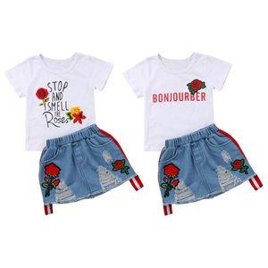 Ragazza dei capretti Bianco Tees + Denim Skirt Set di lettera di bambini stampa floreale Tops + Ricama fiore della Rosa del denim del foro Gonna Outfits Clothes