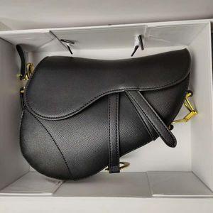 Hot Sale Luxury Classic Designer Handbag High Quality Leather Women's Shoulder Bag Saddle Bag 2020 New Fashion Metal Letter Tote 123