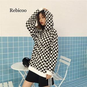 كم Rebicoo الأزياء أسود أبيض منقوش طويل فضفاض مقنع بلوزات المرأة شطرنج هوديس الربيع الخريف الشارع الشهير