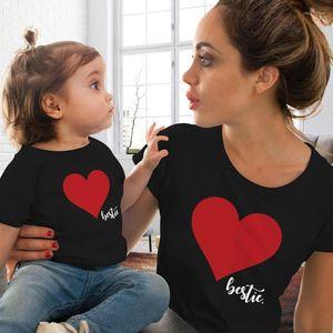 Imprimir Designer bonito camisetas Crew Neck manga curta Mulheres de Verão Roupa Moda Vestuário Casual Parent Vestuário Coração