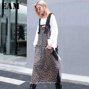 [EAM] 2020 Yeni Bahar Yaz Straplez Desen Baskılı Delikler Cep Bölünmüş Ortak Gevşek Uzun Elbise Kadınlar Moda Tide JG852 Y200102