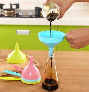 10 * 9,5 centímetros líquido Funis Home Kitchen Ferramenta multifuncional punho longo Líquido Funis Início ferramenta da cozinha funil de plástico KKA7758