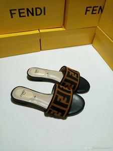 2019 designer de slides de Marca Homens Mulheres Sandals luxo Chinelos Flip Flops Rihanna ás mulheres sandálias de grife Chinelos antideslizantes