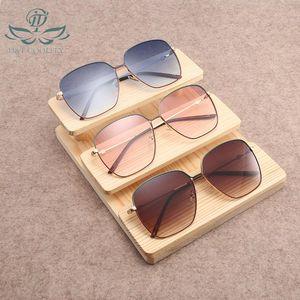 D&T 2020 Women Men Fashion Sunglasses Square Style Gradient Colors Sunglasses Party Vacation Female Luxury Charming Sunglasses