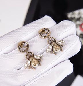 La nouvelle boucles d'oreilles rétro pendentif abeille diamant alphabet classique femme boucles d'oreilles sauvages