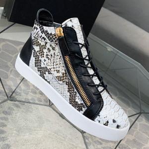 Casual Erkek Boots Kabartma Snake Skin Pattern ile Öküz Patent Deri Of 2020 Yeni Moda Üst Kalite Lüks Tasarımcı Erkek Ayakkabı Boyası