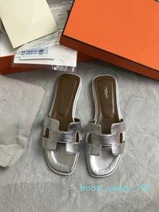 2019 HOT New Designer Designer de Luxo Casual Mulheres Moda Pérola sandálias de verão Chinelos Flops plana de areia b70 sapatos