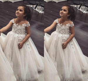 2019 New Lovely Flower Girls Dresses Sheer Jewel Neck Lace Appliques Tulle Cap Sleeves Ball Gown Custom Made Party Birthday Pageant Gowns