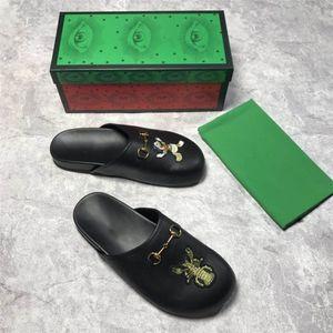 Pantoufles en cuir classiques pour hommes Série de semi-pantoufles Sandales en cuir noir avec des imprimés d'animaux, Chaussures plates en cuir pour hommes