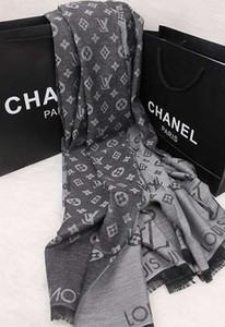 sciarpa di seta di lusso raffinato per le donne di personalità unica sciarpe di seta bella accessori della sciarpa spiaggia scialle
