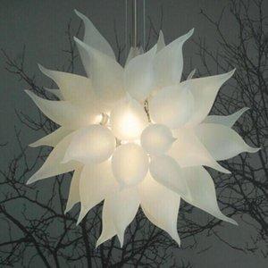 Lâmpadas Europeias LED Candelabros de Cristal Luzes Suspensão Fosco Branco Pingente Lâmpada Italiana Mão Brota Lustre Chandelier Iluminação