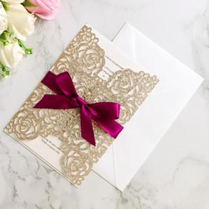 Invitation de mariage carte paillettes d'or arc enveloppe, page intérieure, ruban, couverture 4PCS / Set coupe laser Cartes d'invitation de mariage creux