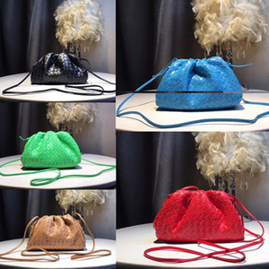2019 new Women THE POUCH IN MAXI INTRECCIO Soft Oversize Clutch in Exceptionally Supple Calfskin Fashion designer luxury handbags purses