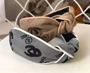 Il nuovo burlone della lettera della fascia invia un cerchio di capelli nudi e puri che il temperamento di arte del panno femminile della Corea preme il cerchio dei capelli
