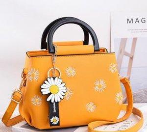 2020 Fashion New Daisy Handbag Designer Shoulder Messenger Bag Lemon Soda Female Bag Trend Wild