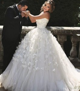 2020 Saudi Arabia Ball Gown Wedding Dresses With 3D Floral Sleeveless Tulle Tiered Skirts Appliques Bridal Gown Plus Size Party Wear