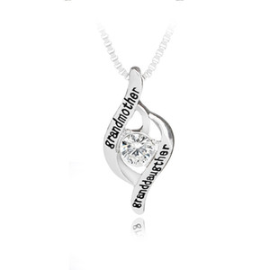 """El regalo de la joyería del día de madre de la nueva llegada grabó las letras """"abuela colgó los collares pendientes cristalinos del amor de la mamá"""