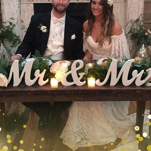 Estilo Vintage Sr. 3pcs / Lot y Sra Cartel de madera MrMrs Cartas de madera rústica signos de boda para las fotos apoyos del partido Tabla rústica decoración de la boda