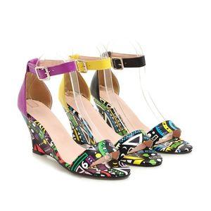Glittery2019 Popular2019 Disegno Colorato o Pattern Slope Scarpe col tacco alto Donna Confezione con fibbia Portare Rome Sandals Codice