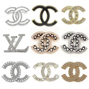 Nueva diamante broches de Europa de la manera hebilla de oro Broches Pin Hombres Mujeres broche de perlas de joyería Ropa Oferta Especial