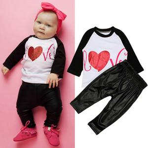 طفل رضيع ملابس الحب رسالة مطبوعة أطفال قمصان السراويل السوداء 2PCS مجموعات عيد الميلاد الأولاد ملابس الربيع ملابس الاطفال DHW2123