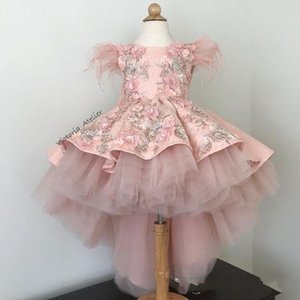 2019 Beautiful High Low Pink Flower Girls Abiti Piuma Appliques Lace Prima Comunione Abiti Girls Pageant Gown Custom Made vendita calda