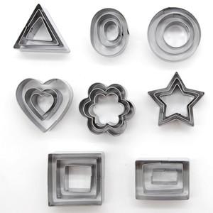 Araçlar 24pcs Pişirme / Seti Geometrik Desen Paslanmaz Çelik Kurabiye Kalıp Yıldız Kalp Çiçek Kesici DIY Kurabiye Kalıp Grafik DH0532 T03