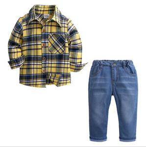 Baby s Frühling und Herbst Kinderbekleidung aus reiner Baumwolle kariertes Hemd, Jeans und Hosen Vier-Stück des Jungen Hemd Anzug