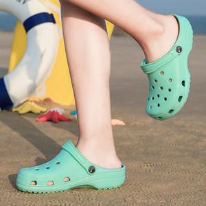 WEH Coroas Mulheres Sandals Crocse sapatos EVA leve Sandles unissex sapatos coloridos do jardim de praia do verão