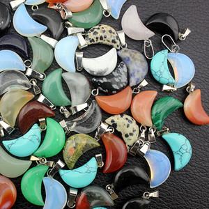 Venta al por mayor 50 unids / lote moda surtida de piedra natural piedra de luna mixta turquesa piedras en forma de luna colgantes de los encantos para la joyería que hace 12 * 18 mm